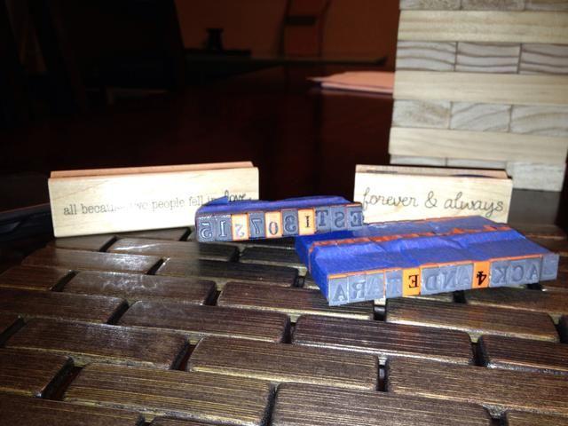 Terminé comprando unas cuantas series de sellos de letras. Les da la vuelta al revés para hacer espacios en los nombres
