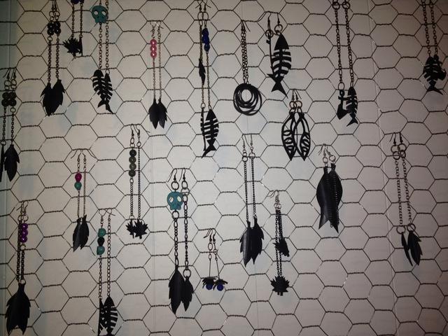 Ahora usa tu lado creativo y conseguir la creación! Personalmente, estoy un ventilador de aretes colgantes largos. Oír es la mejor parte de la fabricación de joyas. Don't forget about bracelets and necklaces as well!