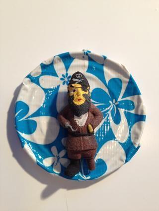 Yo ho! Un pirata unido a una tapa cubierta con cinta adhesiva!