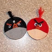 Fieltro, plumas, limpiadores de pipa y ojos de plástico = aves enojado!