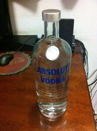 Me gusta el vodka Absolut, ya que tiene un enorme cuello y los dulces se ajusta muy fácilmente.