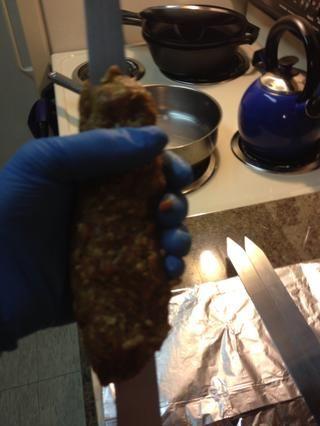 El toque final es exprimir el pulgar en la carne para darle el aspecto auténtico canto.