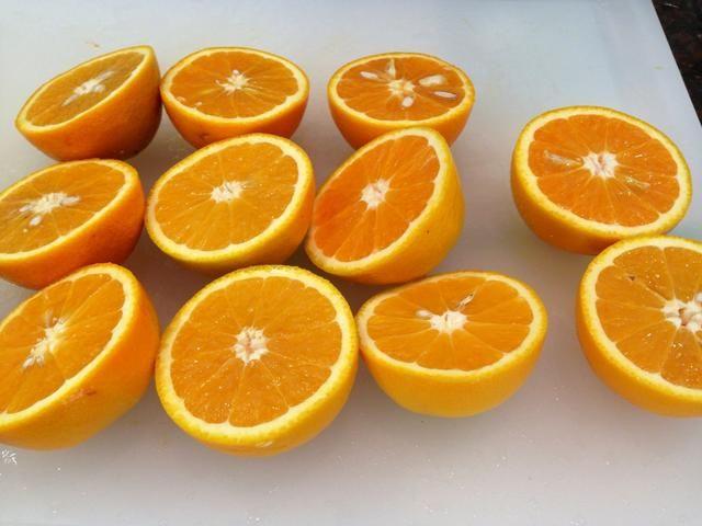Naranjas rebanada por la mitad. Qué hermoso color!