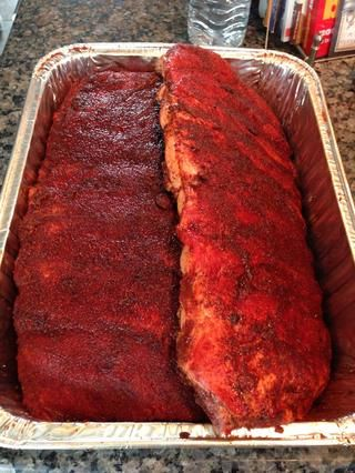 Rub no es un adobo y yo'd rather taste the meat, complimented by smoke and rub. BTW, it's called RUB for a reason. Work it in good and cover the meat evenly on both sides & around the edges.