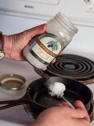Ahora para la chaunk o templado. En una sartén pequeña de calor 1 cucharada de aceite vegetal o de coco.