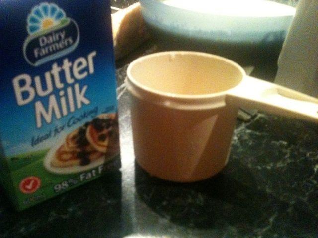 Buttermilk es repugnante. yo'd advise you not to drink it.