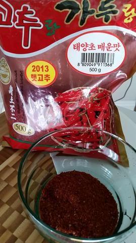 Kochukaru (pimienta kimchi coreano). Añadir 1-5 cucharadas de la pasta según cómo picante quieres que tu kimchi (kimchi)
