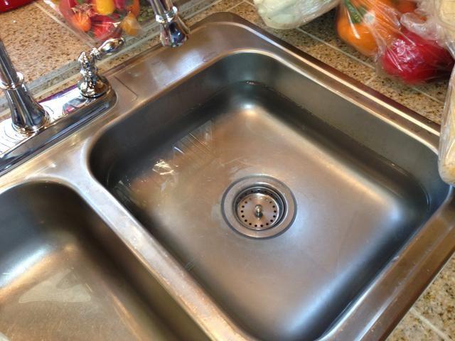 Limpiar y llenar su lavamanos, u otra tina, para absorber el repollo y producir en.