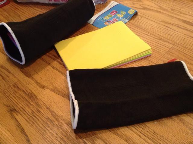 Haga lo mismo con otra pila para la segunda almohadilla de la rodilla.
