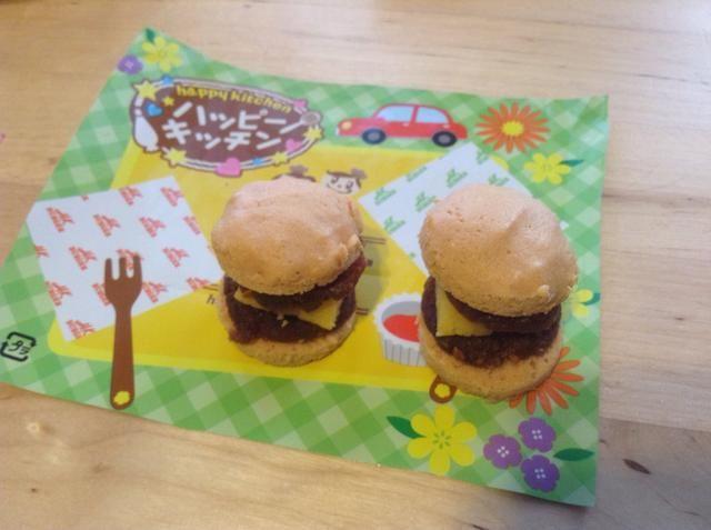 2 hermosos pequeños de dos pisos hamburguesas !!!
