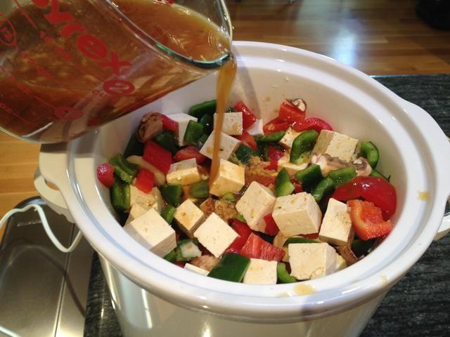 Mezclar en la salsa.