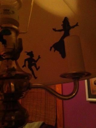 Pegarlas en el interior de la lámpara