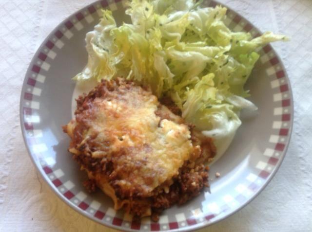 Aquí tienes, mi lasaña mamá, con boloñesa italiana real, un plato completo que es grande con una ensalada simple! Disfrutar