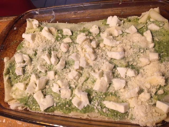agregar el queso parmesano y la mozzarella