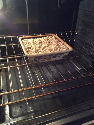 Colocar en el centro de una 350f precalentado el horno y hornear durante 40 - 50 minutos. Hornear hasta que al insertar un palillo en el pastel, éste salga limpio.