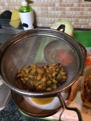 Drene toda el agua y añadir a la ensalada.