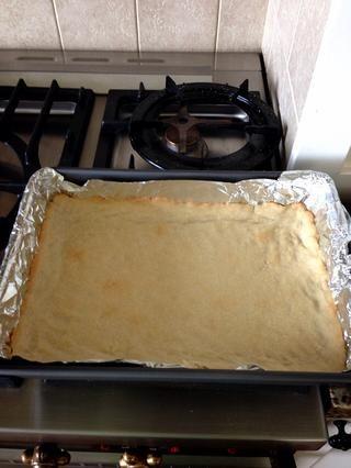 Deje que se enfríe durante unos minutos! A pesar de que estaba horneando y refrigeración, se puede preparar la mezcla de limón.
