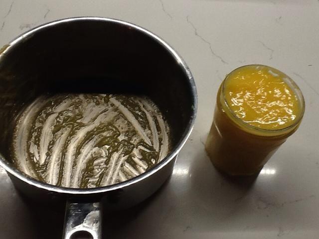 Vierta la mezcla en el frasco esterilizado