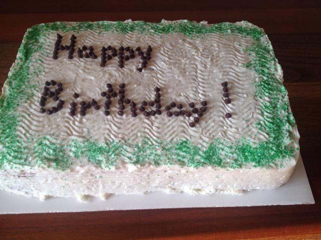 Cubra el pastel y decorar a tu gusto! Asegúrese de mantener el pastel en la nevera! Recuerde, esto es crema de verdad, látigo basada no vegetal.