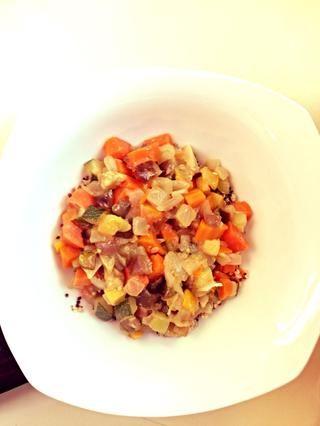 Servir el curry sobre la quinua y disfrutar!