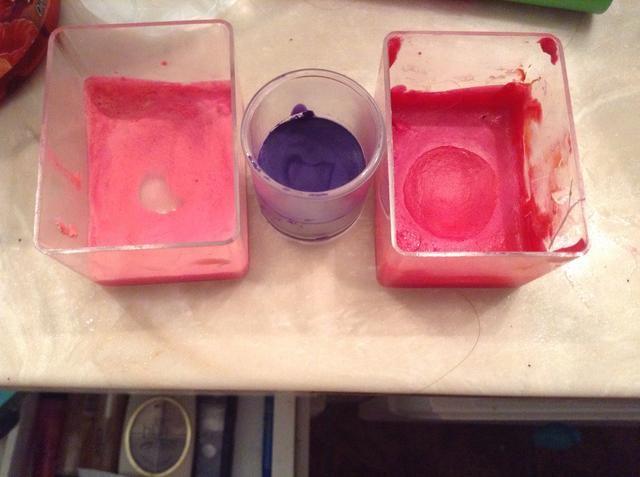 yo've used blue violet (middle), pink carnation and red violet.