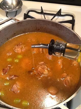 Añadir la última cucharada de aceite.