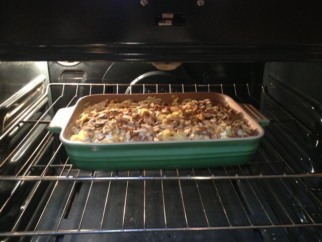 Coloque en el horno y hornear hasta que esté firme, aproximadamente una hora.