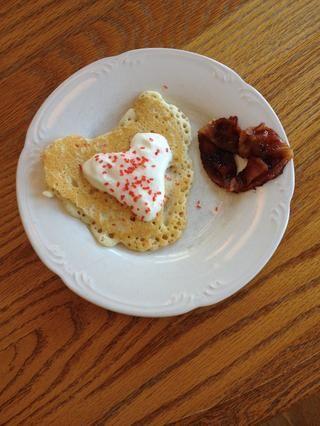 Cuando se enfría, servir y disfrutar! Agregue un poco de panqueques en forma de corazón para aún más amor en tu desayuno! ??????