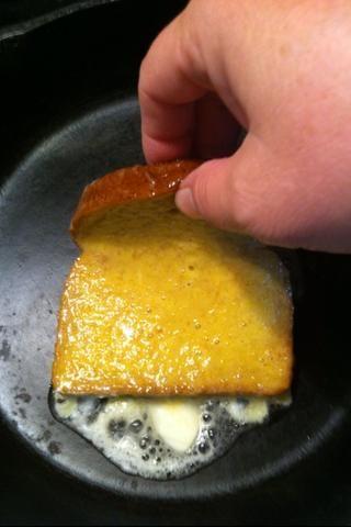 Coloque en la parte superior de la mantequilla derretida.