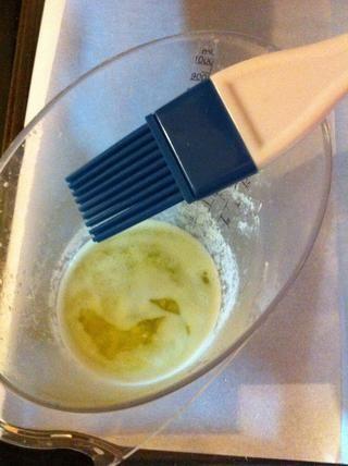 Derrita el resto de la mantequilla.