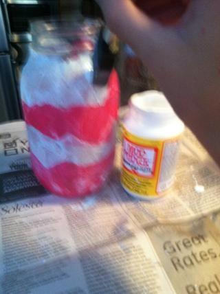 Para ello, todo el frasco y aplicar una fina capa de Modge Podge sobre su producto terminado.