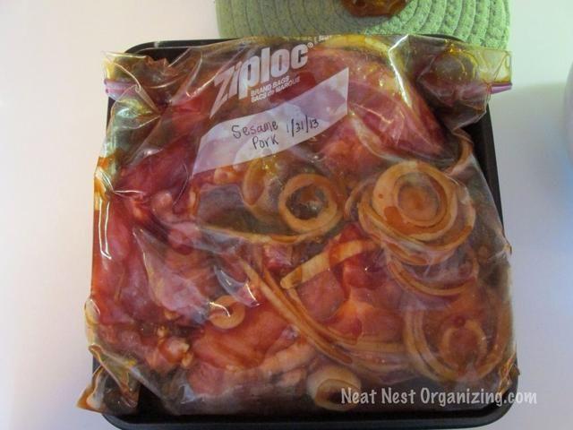Abra la bolsa y exprima el exceso de aire re-sello. Colocar dentro de un molde de 9x9 y congelar hasta sólido. Pop fuera de la sartén y apilar la bolsa en el congelador hasta que esté listo para su uso.
