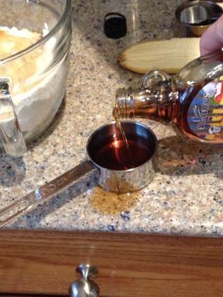 Trate de no derramar el jarabe como yo lo hice y tomar una taza listo para poner en media.