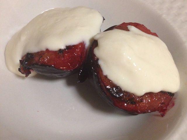 Cómo hacer Ciruelas arce con yogurt griego Receta