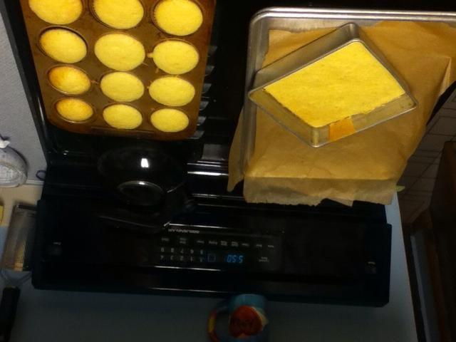 Ohhh mis pasteles desafían la gravedad. Apuesto a que sus tortas don't defy gravity.