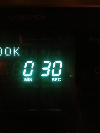 Microondas durante intervalos de 30 segundos hasta que se derrita.