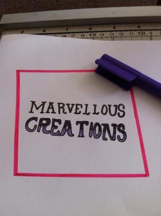 Ahora el color en las creaciones de la partida a la luz texta púrpura
