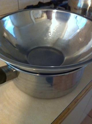 Al igual que lo que si el recipiente está muy cerca de la punta tocar o tocar un poco de agua