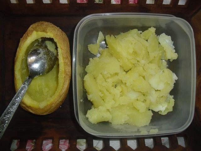 Cortar las patatas y salir lo's inside in it