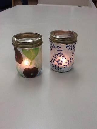 Tornillo en los anillos de la tapa, y encender una vela ligera de té. Usted ha hecho un regalo hermoso y simple!