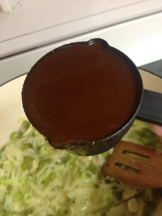 Añadir 2 1/2 tazas a la olla. Revuelva frecuentemente y retirar del fuego. Tire hacia fuera del fuego. Remover. Remover.
