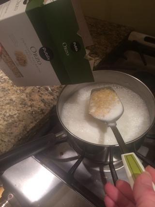Cuando's boiling add orzo.