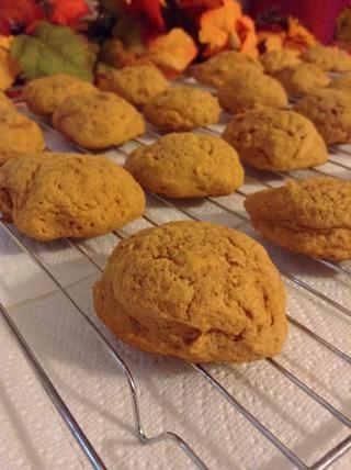 Una vez que las galletas se hacen lugar en un estante de la cocina.