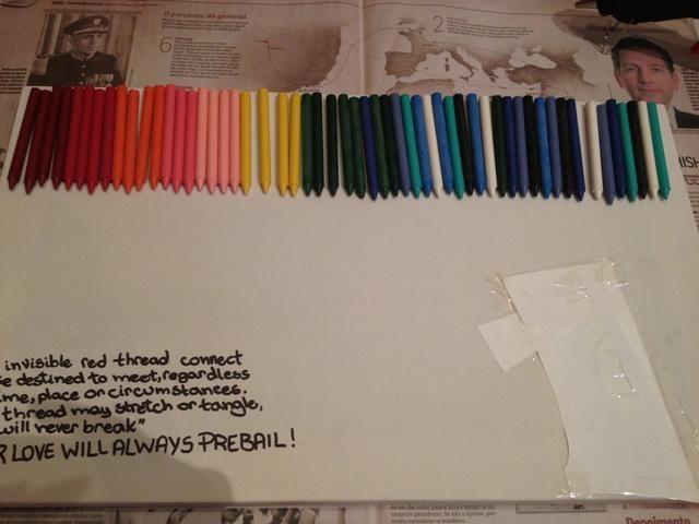 Organizar los lápices de colores en la forma que desea ser antes de que los pegamento. Este paso es muy importante! (ignorar preBail, la verdad)