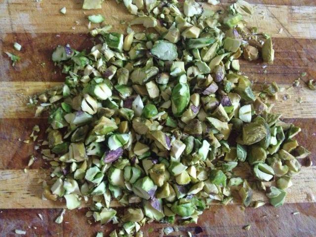 Coursely picar pistachos.