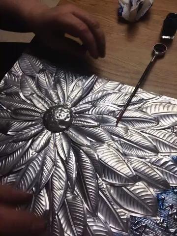 Se utiliza aquí es pintura modelo que es un esmalte. Cepillado de donde quiero que el color y pegado para mezclar.
