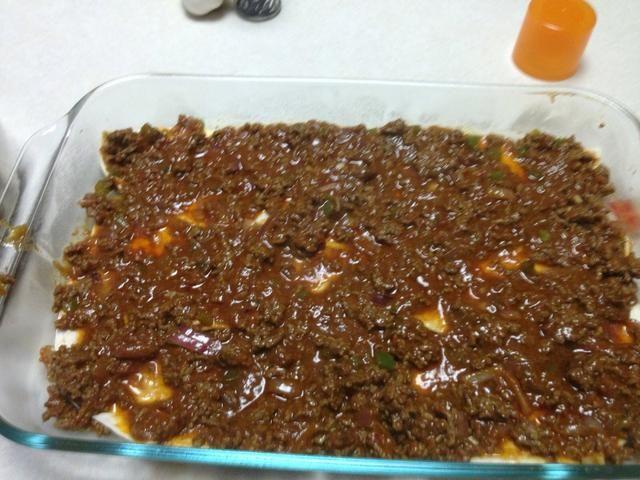 Ponga 6-8 semicírculos de tortilla. Cubrir con la mezcla de carne.
