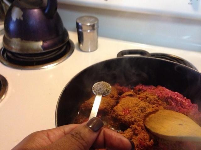 Añadir 2/1 cucharadita de pimienta negro.