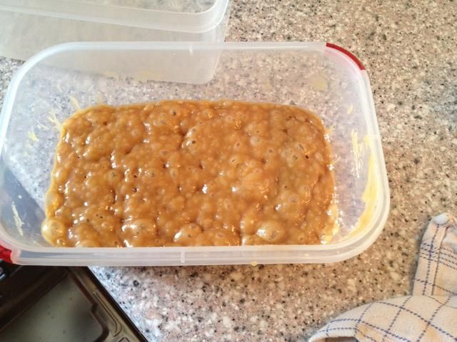 El caramelo después de 6 minutos en el microondas Hace calor CALIENTE así que tenga cuidado. Añadir sal si te gusta ese tipo de cosas.