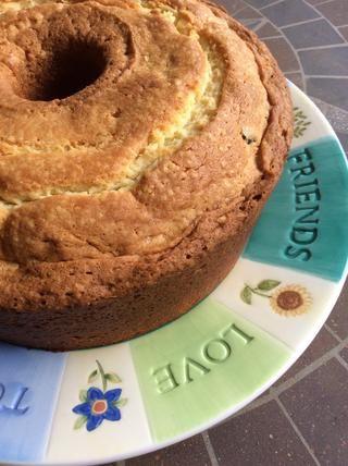 Cuando pastel se haya enfriado un poco, invierta a su plato favorito.